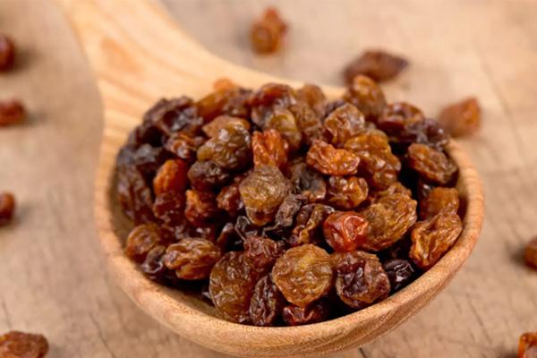 Tác dụng khi ăn một vài hạt nho khô mỗi ngày - Ảnh 2