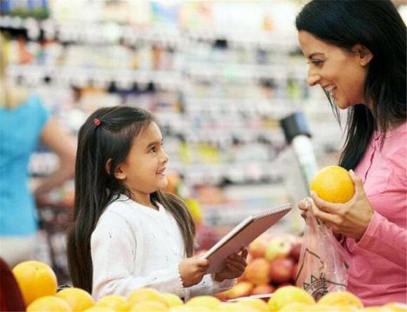 Bé 4 tuổi vào siêu thị đập vỡ hộp trứng bị nhân viên đòi bồi thường gấp 10 lần, người mẹ đã có hành động đáp trả đáng ngưỡng mộ - Ảnh 5