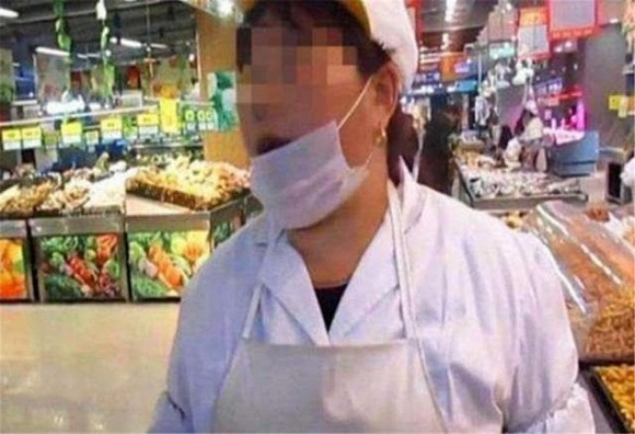 Bé 4 tuổi vào siêu thị đập vỡ hộp trứng bị nhân viên đòi bồi thường gấp 10 lần, người mẹ đã có hành động đáp trả đáng ngưỡng mộ - Ảnh 2