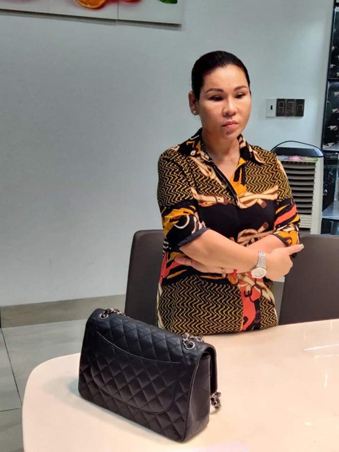 Vợ diễn viên Kinh Quốc vừa bị bắt: Là đại gia có tiếng, tặng chồng xe hơi 6 tỷ đồng - Ảnh 1