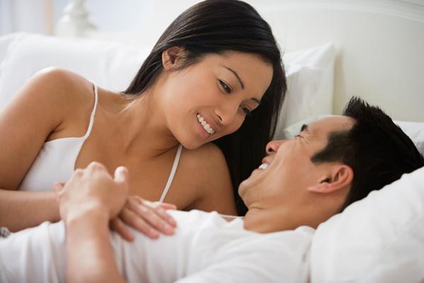 Vợ nhảy dựng khi chồng so sánh kỹ năng phòng the với 'GÁI HƯ', từ khi biết 'TƯ THẾ YÊU' này chồng luôn 'đê mê' khi lâm trận - Ảnh 1