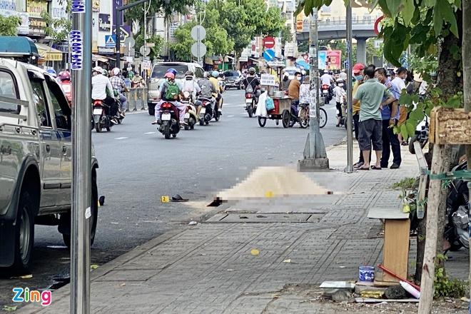 Người đàn ông mặc áo xe ôm công nghệ bị đâm chết ở TP.HCM - Ảnh 1