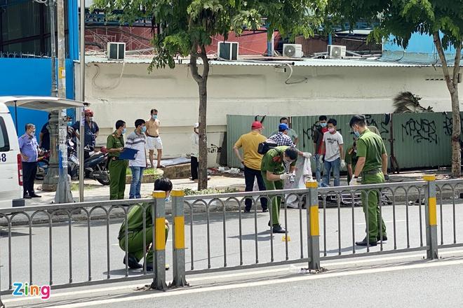 Người đàn ông mặc áo xe ôm công nghệ bị đâm chết ở TP.HCM - Ảnh 2