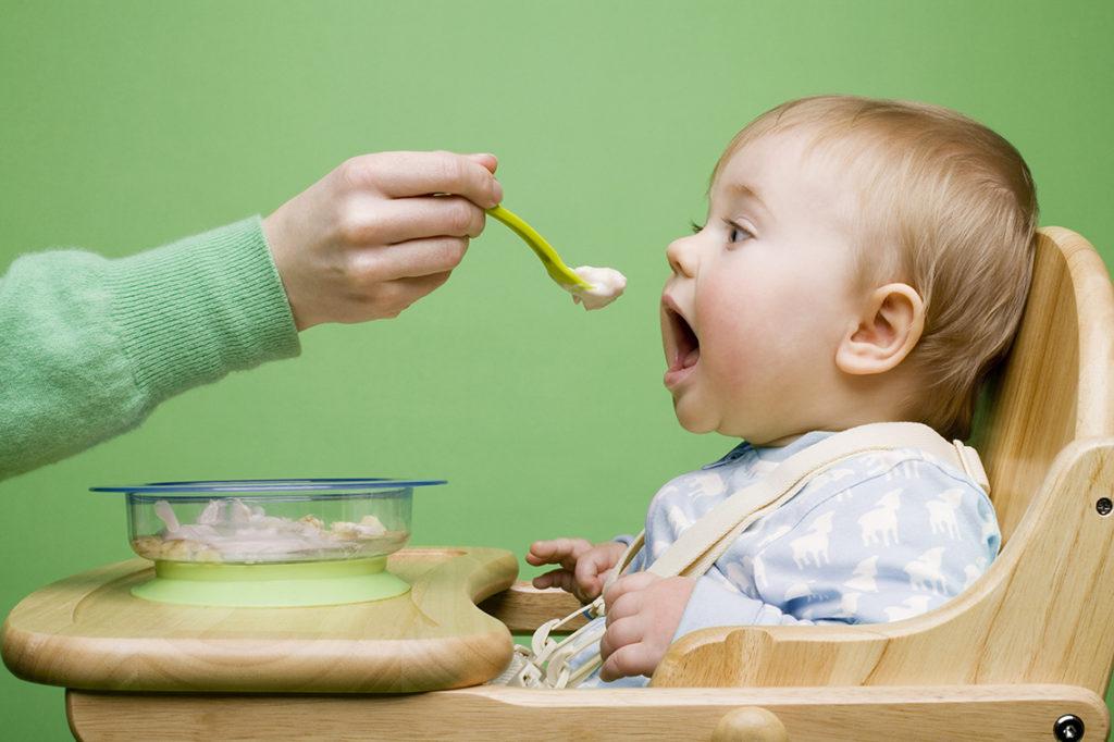 Đây là cách cho con ăn dặm đúng, tránh suy dinh dưỡng, thấp còi mẹ đã biết chưa? - Ảnh 2