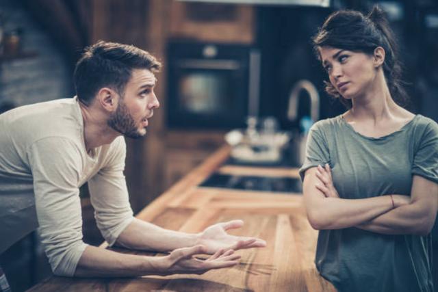 Chồng tôi yêu cầu ly hôn qua tin nhắn, vẫn muốn giữ 'quan hệ' vợ chồng - Ảnh 1