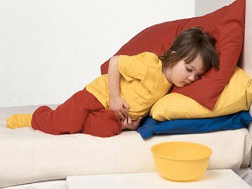 Bác sĩ chỉ cách sơ cứu cho trẻ khi bị ngộ độc thức ăn mà ai cũng nên biết - Ảnh 1