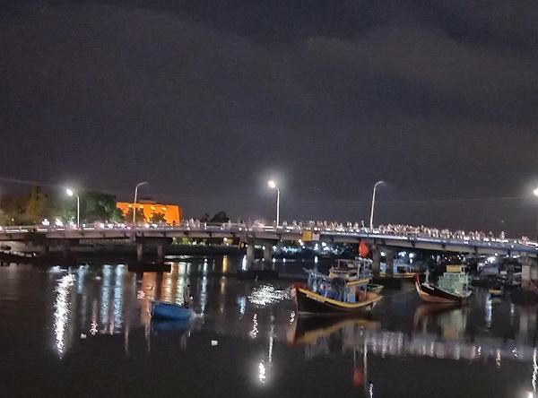 Bình Thuận: Cãi nhau, chở vợ ra sông rồi nhảy cầu tự tử - Ảnh 1