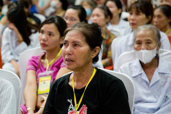 Hà Nội: Nghẹn ngào nước mắt nghe bệnh nhi hát 'Mẹ yêu ơi' trong Vu Lan báo hiếu ở bệnh viện  - Ảnh 4