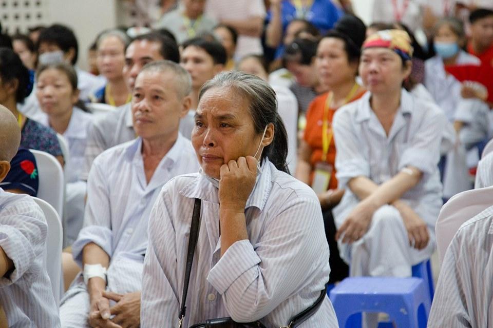 Hà Nội: Nghẹn ngào nước mắt nghe bệnh nhi hát 'Mẹ yêu ơi' trong Vu Lan báo hiếu ở bệnh viện  - Ảnh 5
