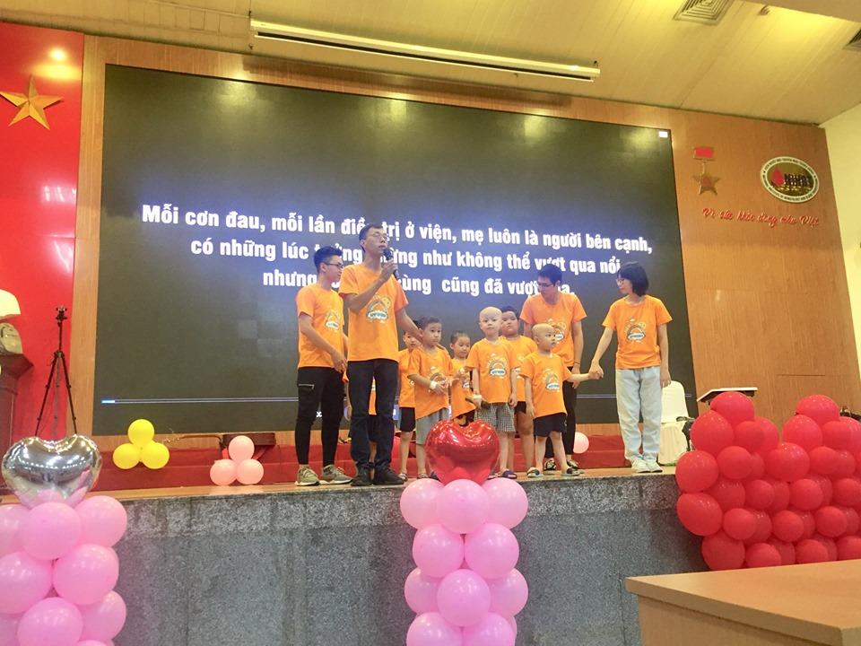 Hà Nội: Nghẹn ngào nước mắt nghe bệnh nhi hát 'Mẹ yêu ơi' trong Vu Lan báo hiếu ở bệnh viện  - Ảnh 3