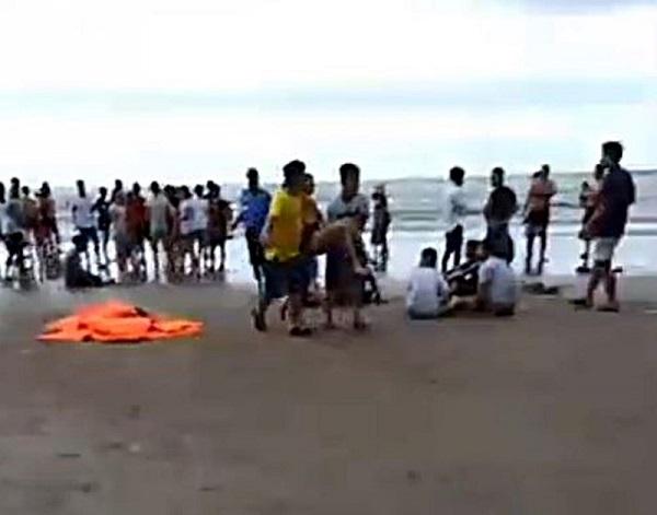Tiếp tục mở rộng tìm kiếm 2 du khách vụ 4 người tử vong khi tắm biển ở Bình Thuận - Ảnh 2