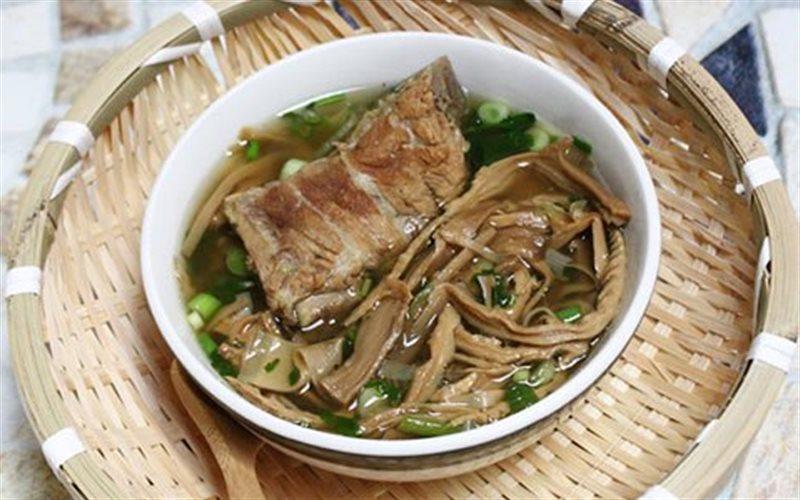 Món canh măng khô bổ dưỡng thơm ngon cho bữa cơm gia đình thêm trọn vị - Ảnh minh họa: Internet