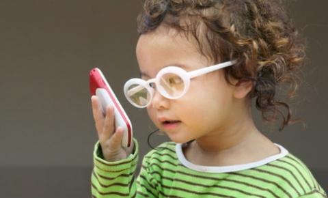 Trẻ bị viễn thị chữa thế nào? - Ảnh 1