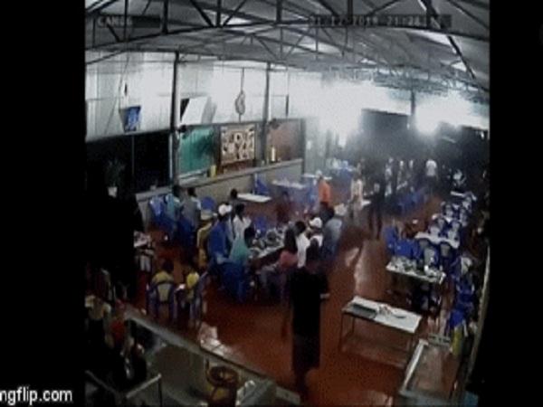Kinh hoàng cảnh nhóm người mang hung khí vào quán nhậu truy sát như phim  - Ảnh 1