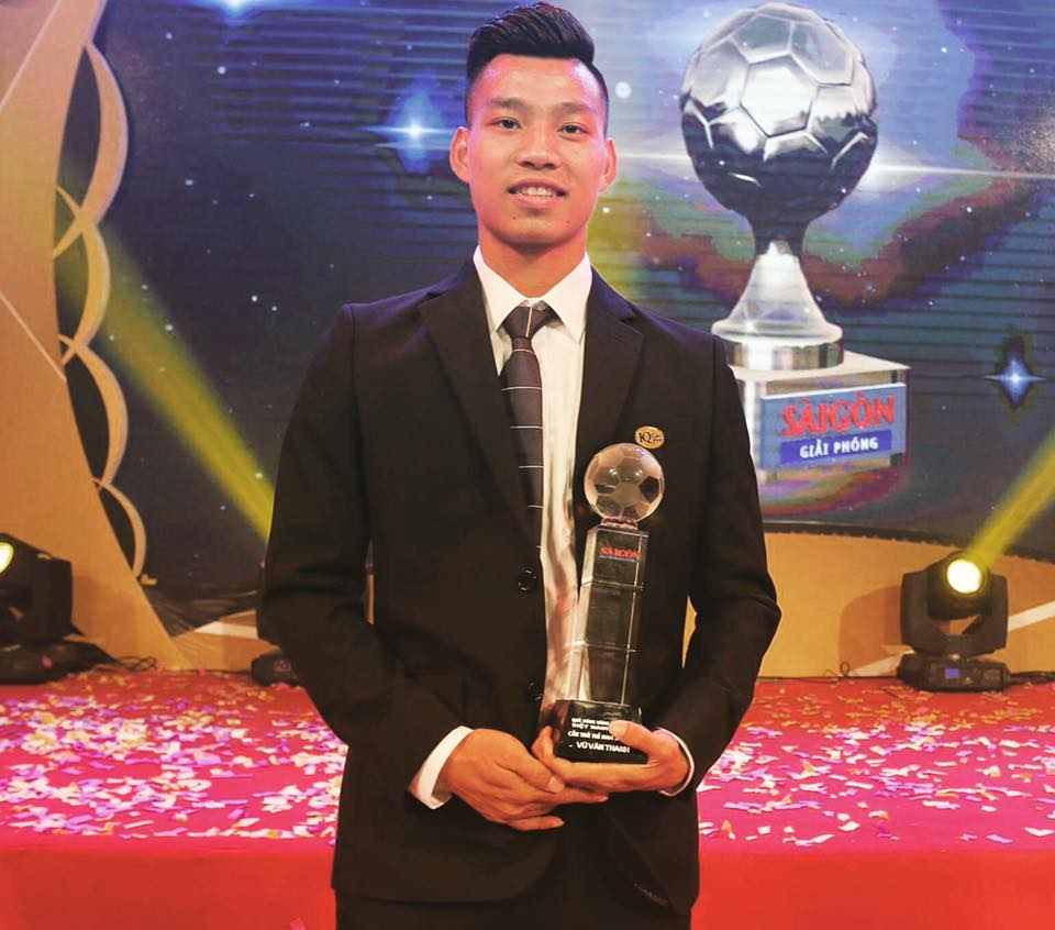 Đọ độ 'nam thần' của các cầu thủ U23 Việt Nam khi diện vest lịch lãm - Ảnh 15