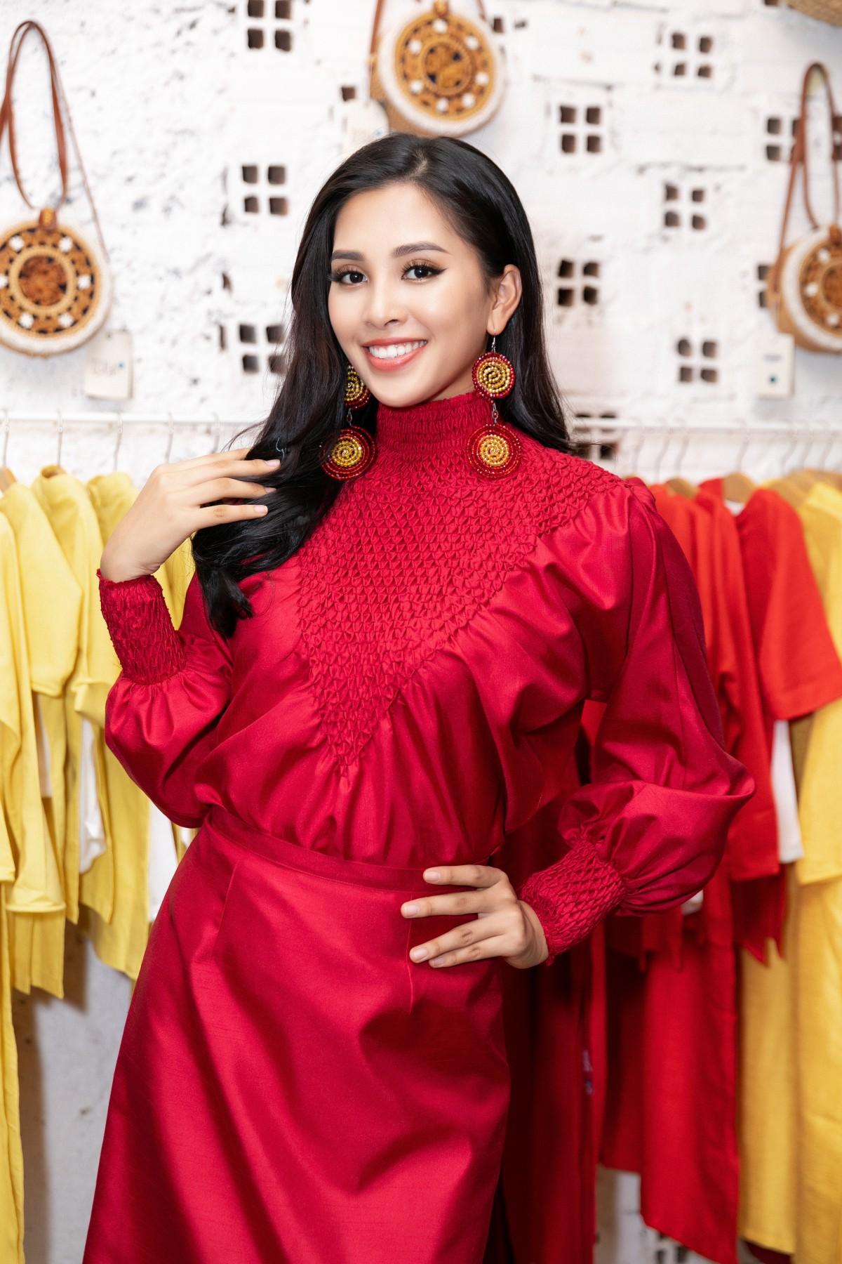 Vừa trở về từ Miss World 2018, Hoa hậu Tiểu Vy đã khoe nhan sắc rạng ngời với đầm body gợi cảm - Ảnh 1
