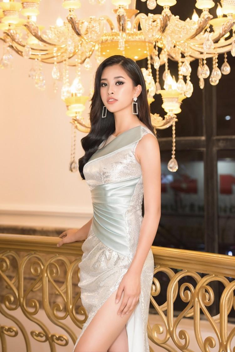 Vừa trở về từ Miss World 2018, Hoa hậu Tiểu Vy đã khoe nhan sắc rạng ngời với đầm body gợi cảm - Ảnh 2
