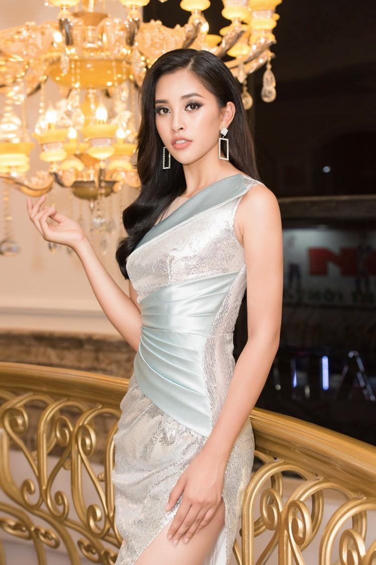 Vừa trở về từ Miss World 2018, Hoa hậu Tiểu Vy đã khoe nhan sắc rạng ngời với đầm body gợi cảm - Ảnh 4