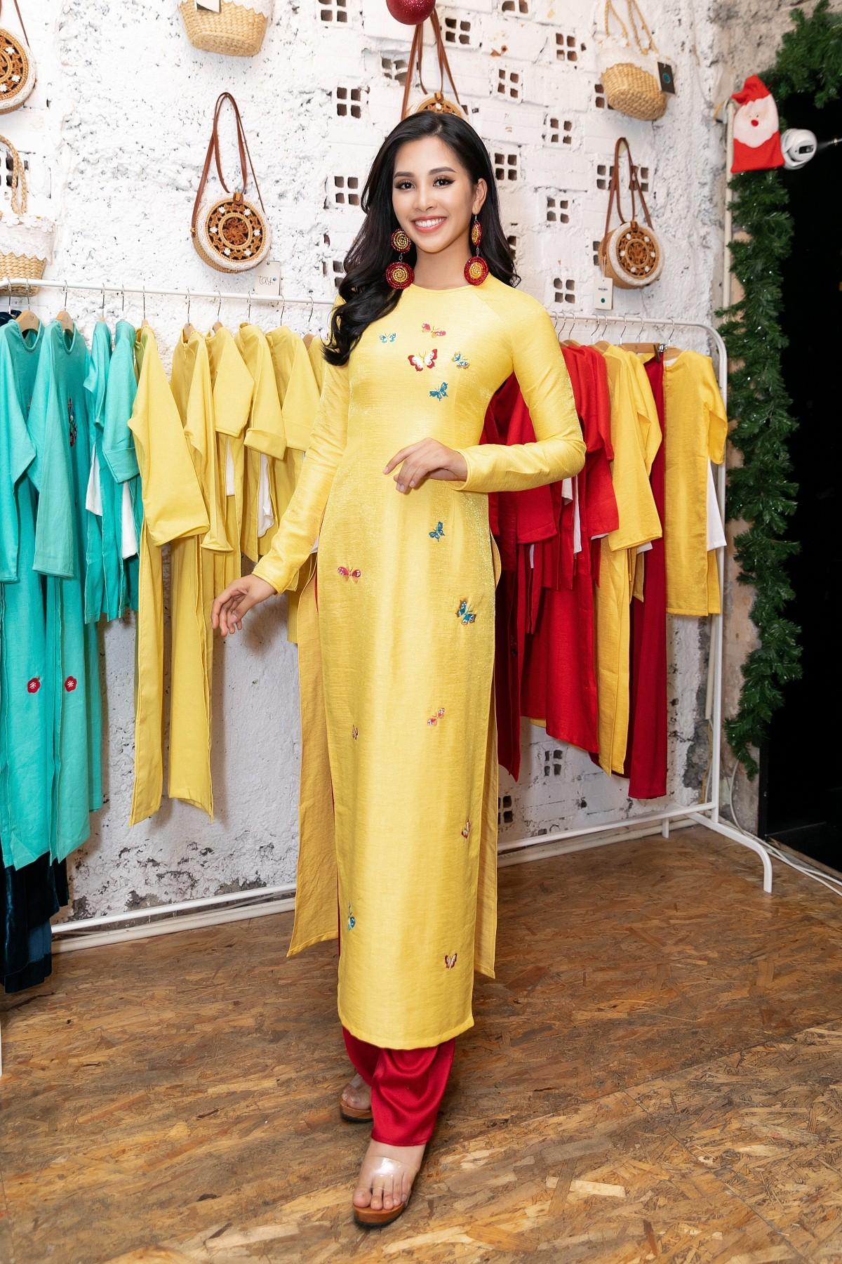 Vừa trở về từ Miss World 2018, Hoa hậu Tiểu Vy đã khoe nhan sắc rạng ngời với đầm body gợi cảm - Ảnh 6