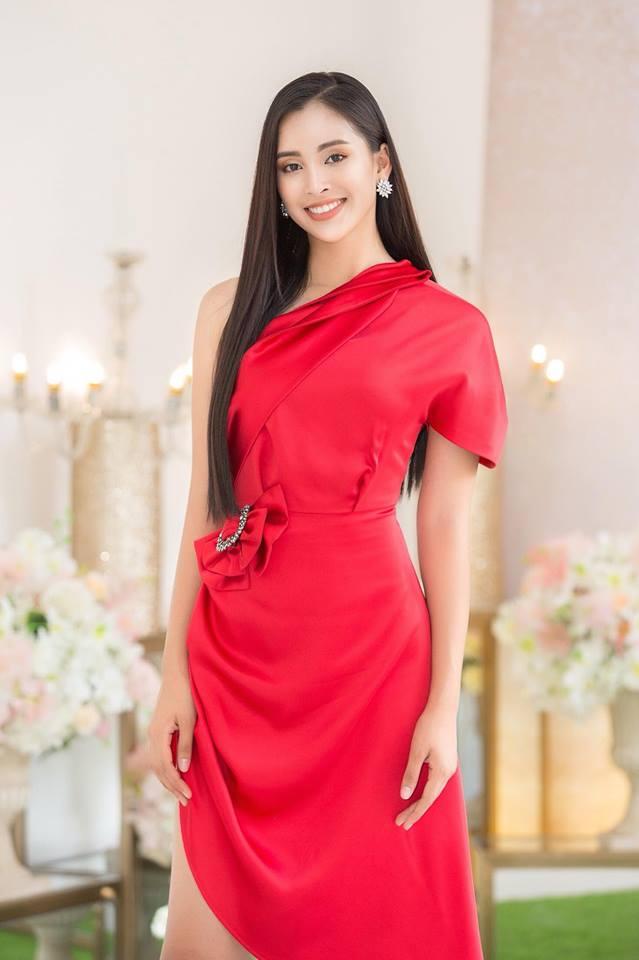 Vừa trở về từ Miss World 2018, Hoa hậu Tiểu Vy đã khoe nhan sắc rạng ngời với đầm body gợi cảm - Ảnh 8