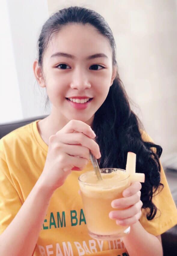 Con gái 13 tuổi của Quyền Linh được khen giống Tiểu Vy, dân mạng dự đoán là hoa hậu tương lai - Ảnh 2
