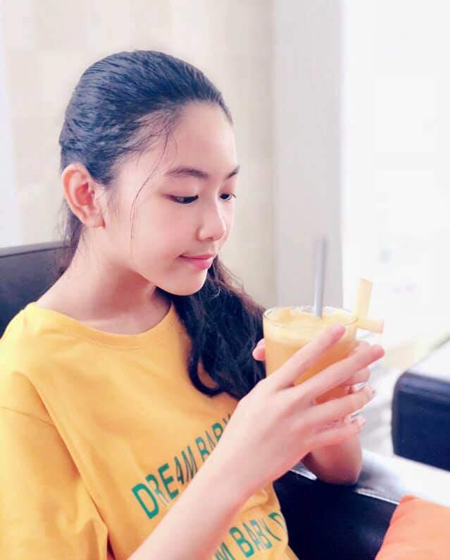 Con gái 13 tuổi của Quyền Linh được khen giống Tiểu Vy, dân mạng dự đoán là hoa hậu tương lai - Ảnh 3