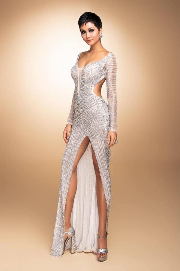 Chiếc váy tạo nên 'kỳ tích' cho 3 nàng Hoa hậu Việt Nam ở đấu trường nhan sắc quốc tế - Ảnh 6