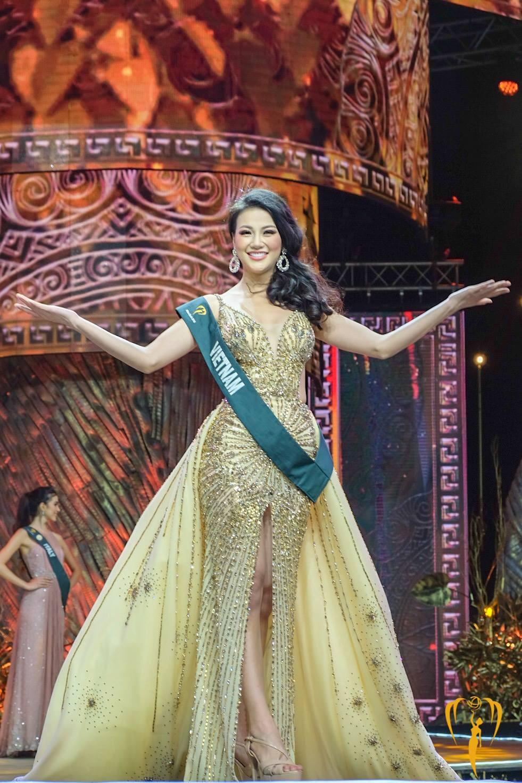 Chiếc váy tạo nên 'kỳ tích' cho 3 nàng Hoa hậu Việt Nam ở đấu trường nhan sắc quốc tế - Ảnh 7