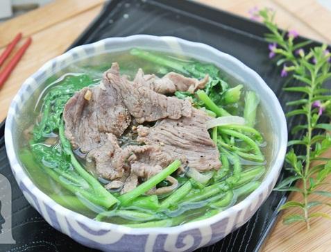 Món canh cải xoong thịt bò ngọt lừ, giàu đạm, vitamin cùng khoáng chất sẽ giúp cơ thể tăng cường sức đề kháng hiệu quả