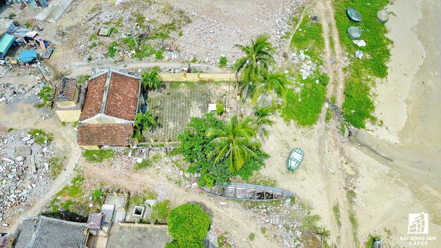 Ngôi đền thờ cổ của người dân làng chài Nam Ô.