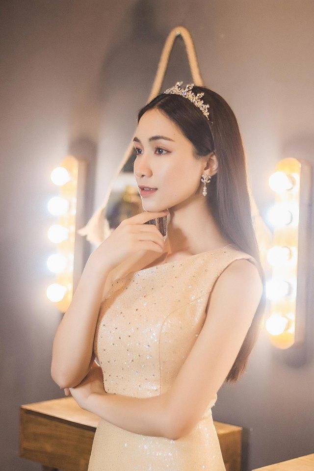 Hòa Minzy xuất hiện với gương mặt khác lạ, càng nhìn càng giống Minh Hằng khiến fan ngỡ ngàng - Ảnh 8