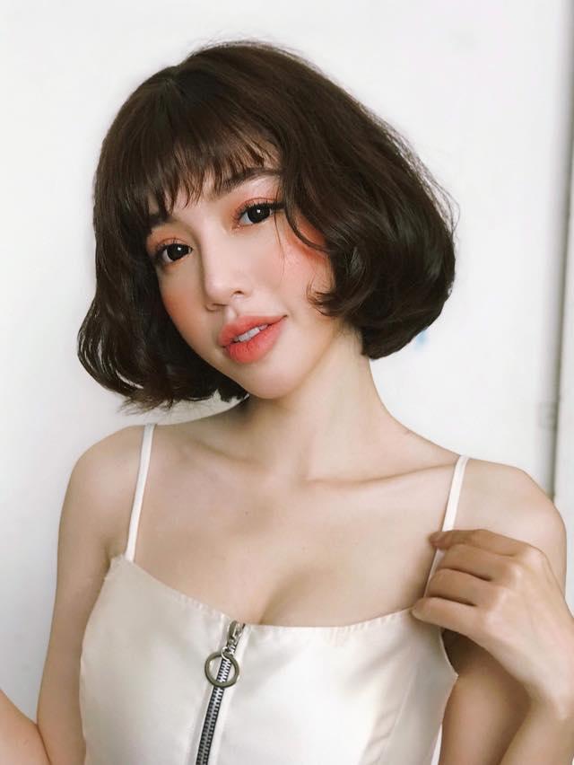'Hot girl ngực khủng' Elly Trần khoe hình ảnh tomboy tóc nhuộm trắng khiến fan 'chao đảo' vì quá trẻ trung - Ảnh 4