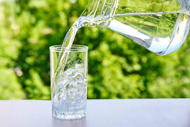 Uống đủ nước mỗi ngày giúp các cơ quan trong cơ thể làm việc hệu quả