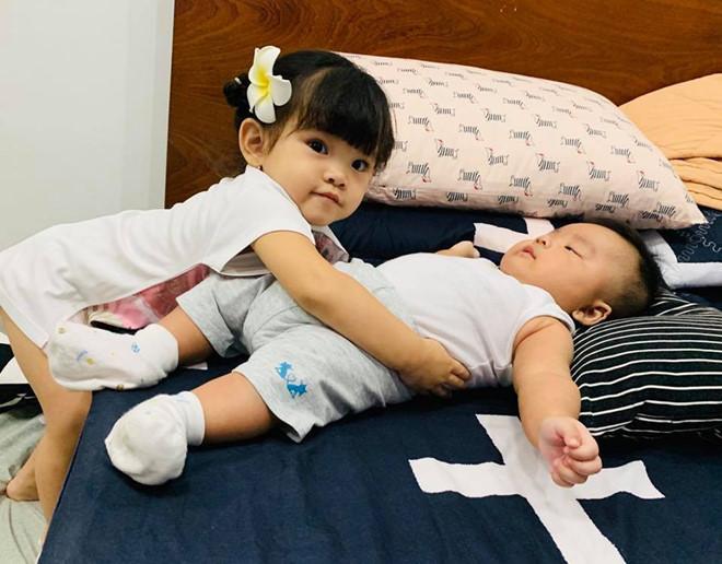 Loạt sao Việt làm mẹ trong năm Kỷ Hợi: Người khoe hớn hở, kẻ giấu kín - Ảnh 8