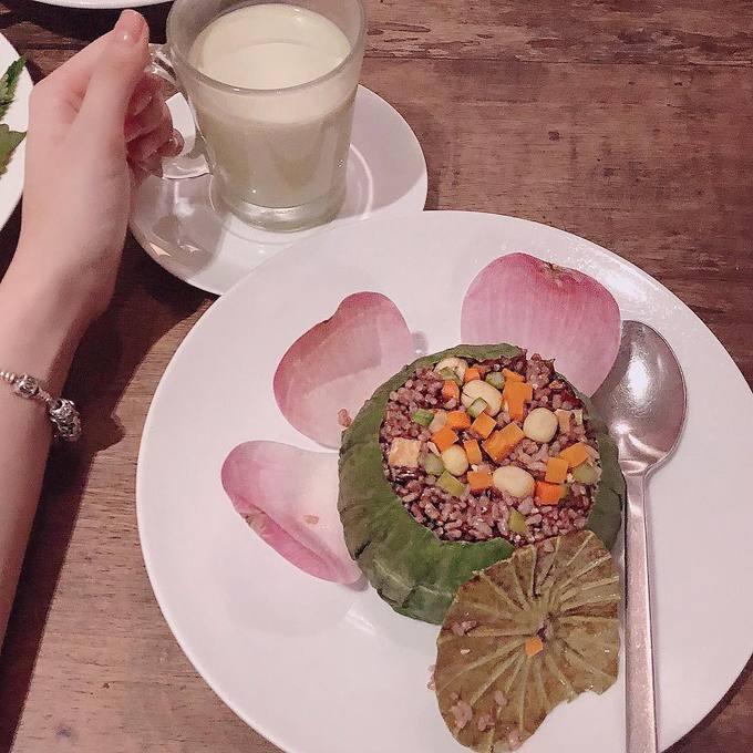 'Bà mẹ nhí' Angela Phương Trinh 'nghiện' ăn chay để giữ thân hình 'bốc lửa' - Ảnh 11