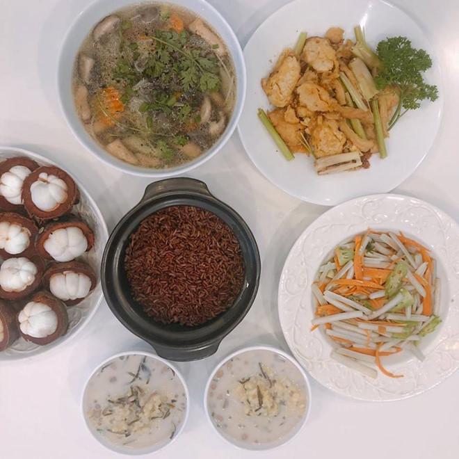 'Bà mẹ nhí' Angela Phương Trinh 'nghiện' ăn chay để giữ thân hình 'bốc lửa' - Ảnh 4