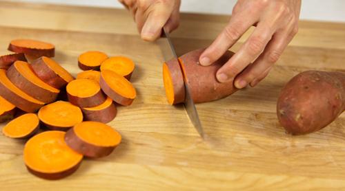 Những lợi ích bất ngờ từ 'siêu thực phẩm' khoai lang cho trẻ bắt đầu ăn dặm - Ảnh 3