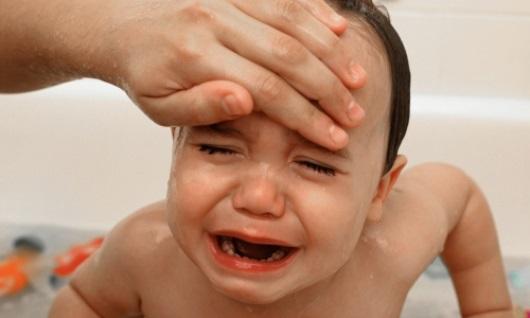 Dùng chanh tươi để hạ sốt cho trẻ, cha mẹ hãy bỏ túi ngay mẹo này