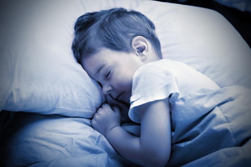 Trẻ cần ngủ bao nhiêu tiếng là đủ, con bạn có đang đi ngủ quá muộn? - Ảnh 1