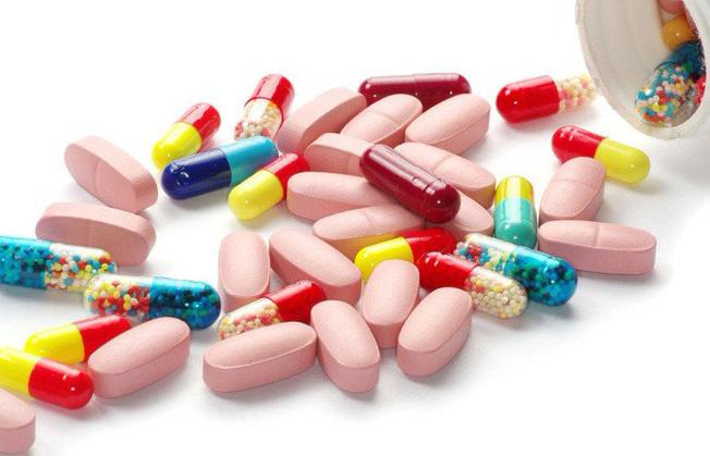 Trẻ có nguy cơ mắc căn bệnh gây lở loét, ngứa ngáy nếu uống kháng sinh trong 1 năm đầu đời - Ảnh 1