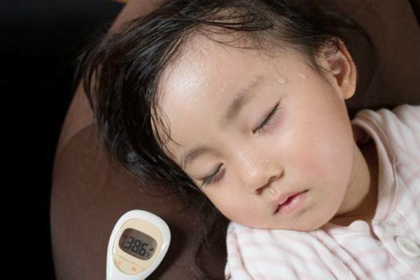 Trẻ đổ mồ hôi vào ban đêm – dấu hiệu cảnh báo những căn bệnh nguy hiểm - Ảnh 1