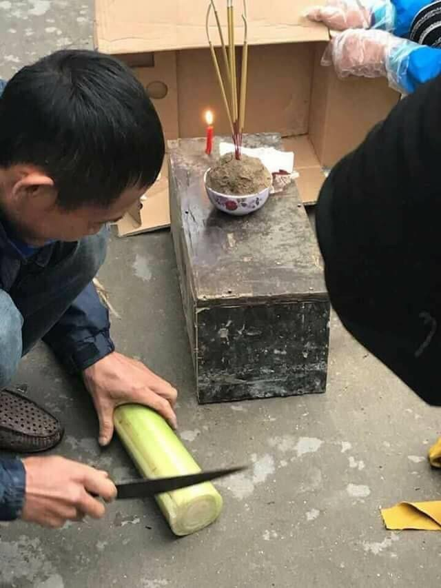 Bắc Ninh: Người dân bàng hoàng phát hiện thi thể trẻ sơ sinh còn nguyên dây rốn trong túi ni lông trước dãy phòng trọ - Ảnh 2