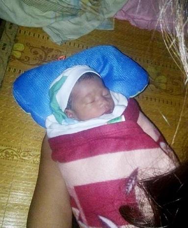 Bàng hoàng: Phát hiện bé trai sơ sinh mới 2 ngày tuổi bị bỏ rơi giữa vùng tâm bão - Ảnh 1