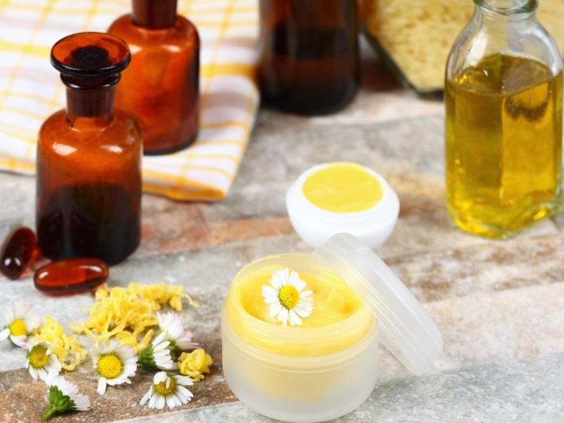 Công thức trị môi khô bằng dầu dừa, dầu liu, mật ong giảm hẳn môi khô nẻ nhanh chóng