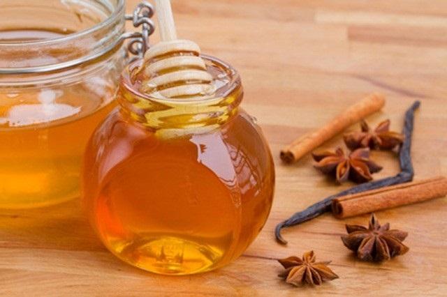 Cách trị mụn ẩn trên mặt bằng mật ong và quế