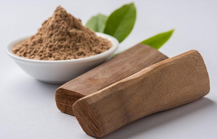 Cách điều trị mụn đầu đen hiệu quả nhất bằng bột lá đàn hương