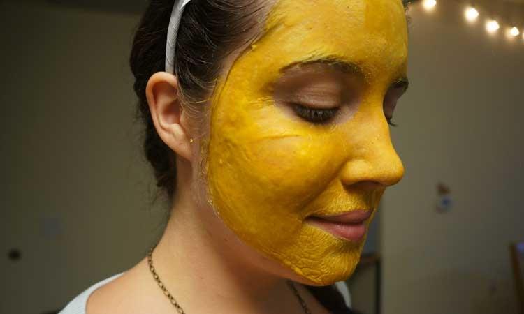 Cách dùng tinh bột nghệ điều trị mụn đầu đen hiệu quả