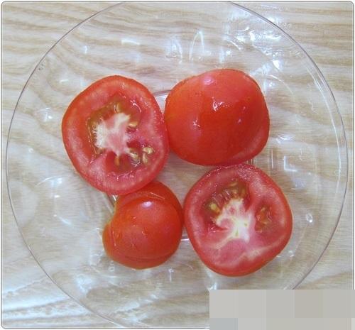 Trị dứt điểm mụn, sẹo thâm trong 1 tuần với cà chua