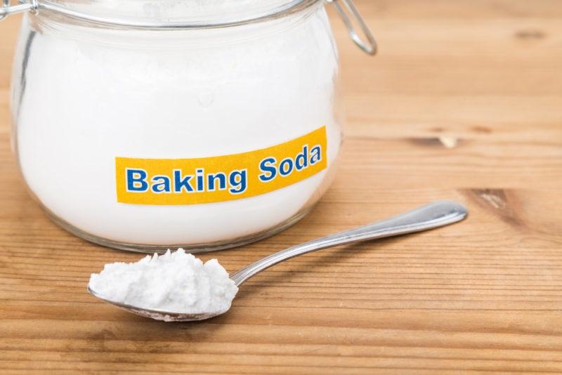 Baking soda giúp dưỡng da  trị nứt nẻ gót chân hiệu quả