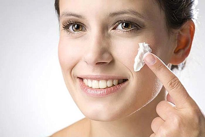 Dùng kem trị sẹo lồi khá an toàn và phù hợp với nhiều tình trạng của chị em.